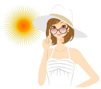 日焼け止めをしている女性